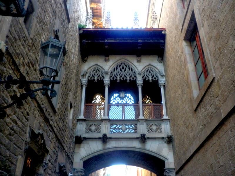 Arco gótico del Palau de la Generalitat