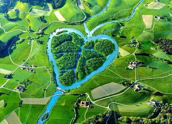 نهر القلب heart river أحد روافد نهر ميسوري يصل طوله لما يقرب من 180 ميل يقع غرب ولاية داكوتا الشمالية في أمريكا !