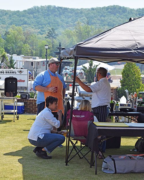 Chef Andrea Andi Cagle and Chef Dao Le at the Ooltewah BBQ Bash
