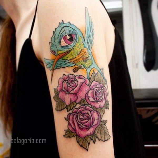 imagen del Tatuaje de un Colibrí entre rosas