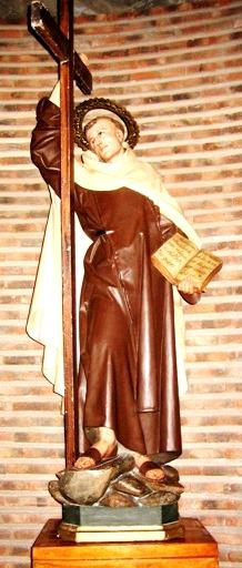 Escultura de Juan de la Cruz de cuerpo entero