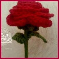 Rosa con tallo a crochet