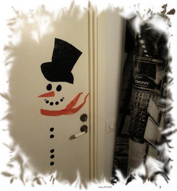 Lumiukko oveen.jpg