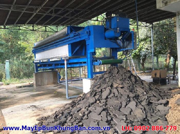 Bánh bùn sau khi ép bằng máy ép bùn khung bản Việt Nam không thua kém bất kỳ hãng nào nhập khẩu