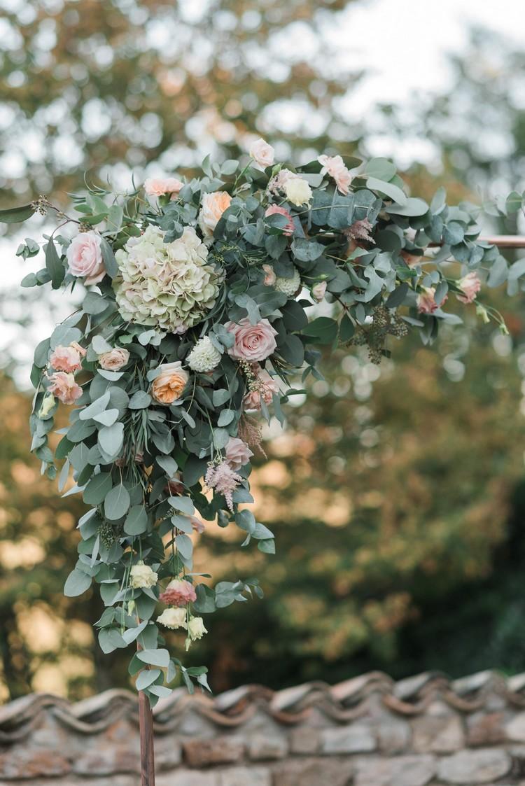 Arche cérémonie laïque, arche fleurie cuivre, fleuriste mariage Lyon, Lyon wedding florist