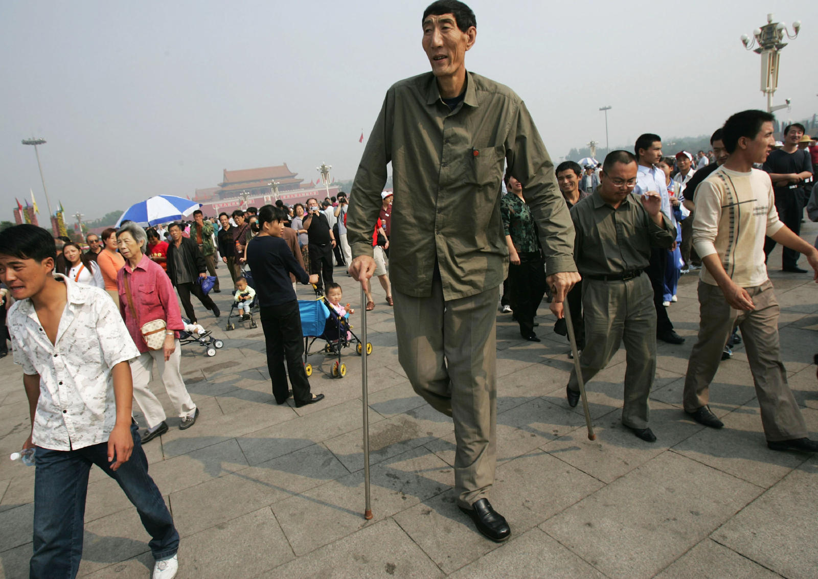 10 Best Cars For Tall People No More Cramming: Amazing Pics: World's Tallest Man Ever Seen