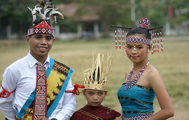 Pakaian Adat NTT Suku Helong