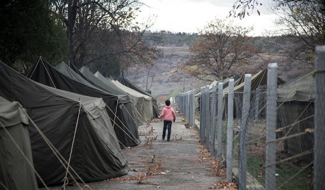 Centenas de refugiados e requerentes de asilo começaram um protesto em um acampamento na Bulgária, eles exigem continuar sua viagem para a Europa Ocidental, diz um grupo de direitos