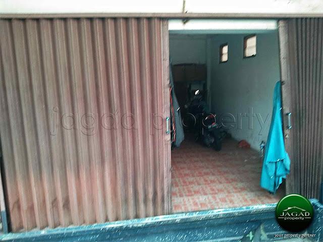 Rumah Tepi Jalan dekat Monjali