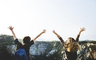 Amiche che viaggiano insieme