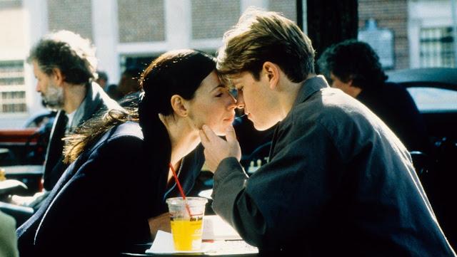 Minnie Driver teniendo una cita con Matt Damon en una escena de la película