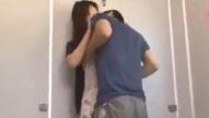 ผัวเดือด!! เมียโดนจิ๊กโก๋ฉุดเข้าไปข่มขืนในห้องน้ำตอนที่เดินตากฝนกลับบ้าน