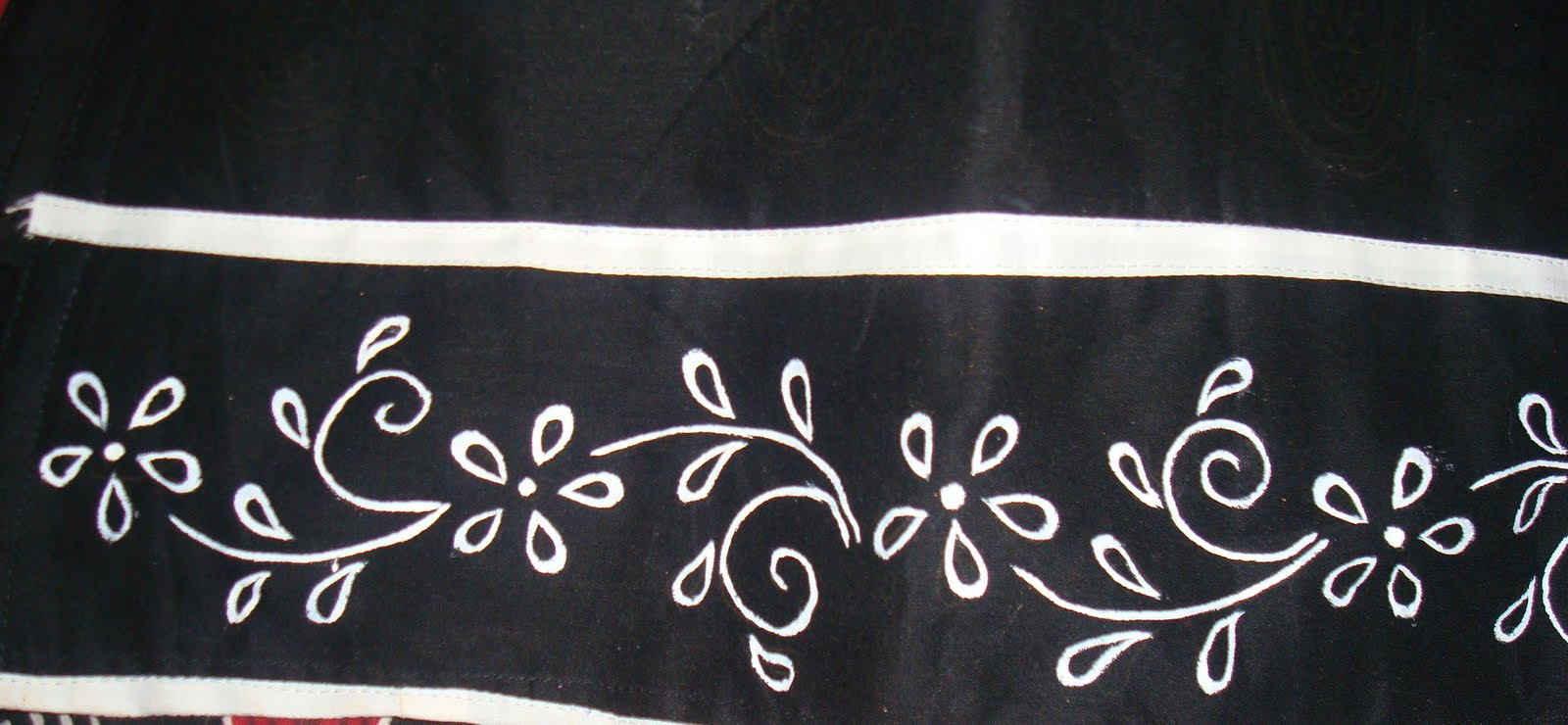 Its a simple border with flowers and leaves