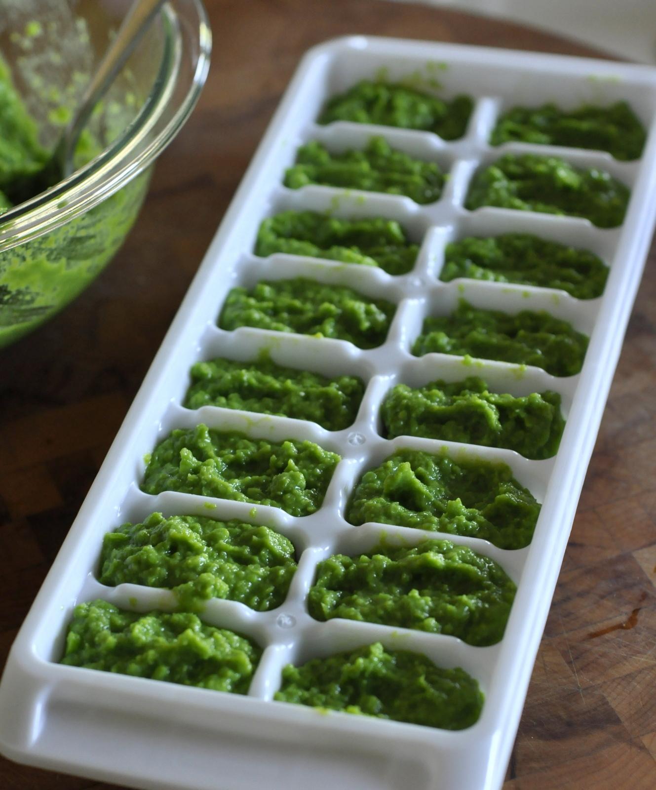 How-To-Make-Freeze-Homemade-Baby-Food-Pea-Puree-Recipe-tasteasyougo.com