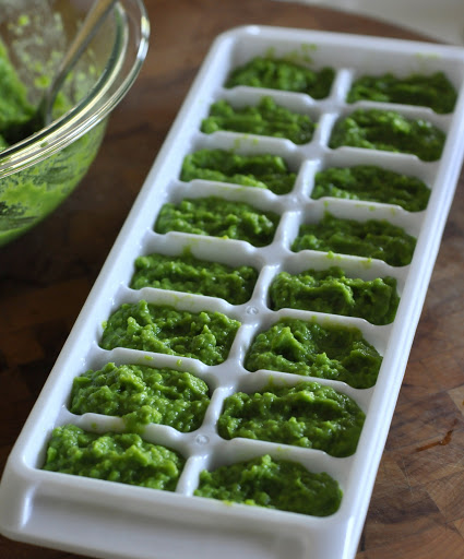 How-To-Make-Freeze-Homemade-Baby-Food-Pea-Puree-Recipe-tasteasyougo.com