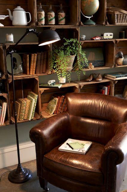 reutilizar caixotes de madeira sala estante livros