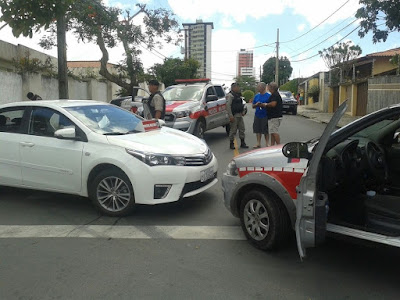 Trio é preso ao fazer refém e roubar veículo em Campina Grande