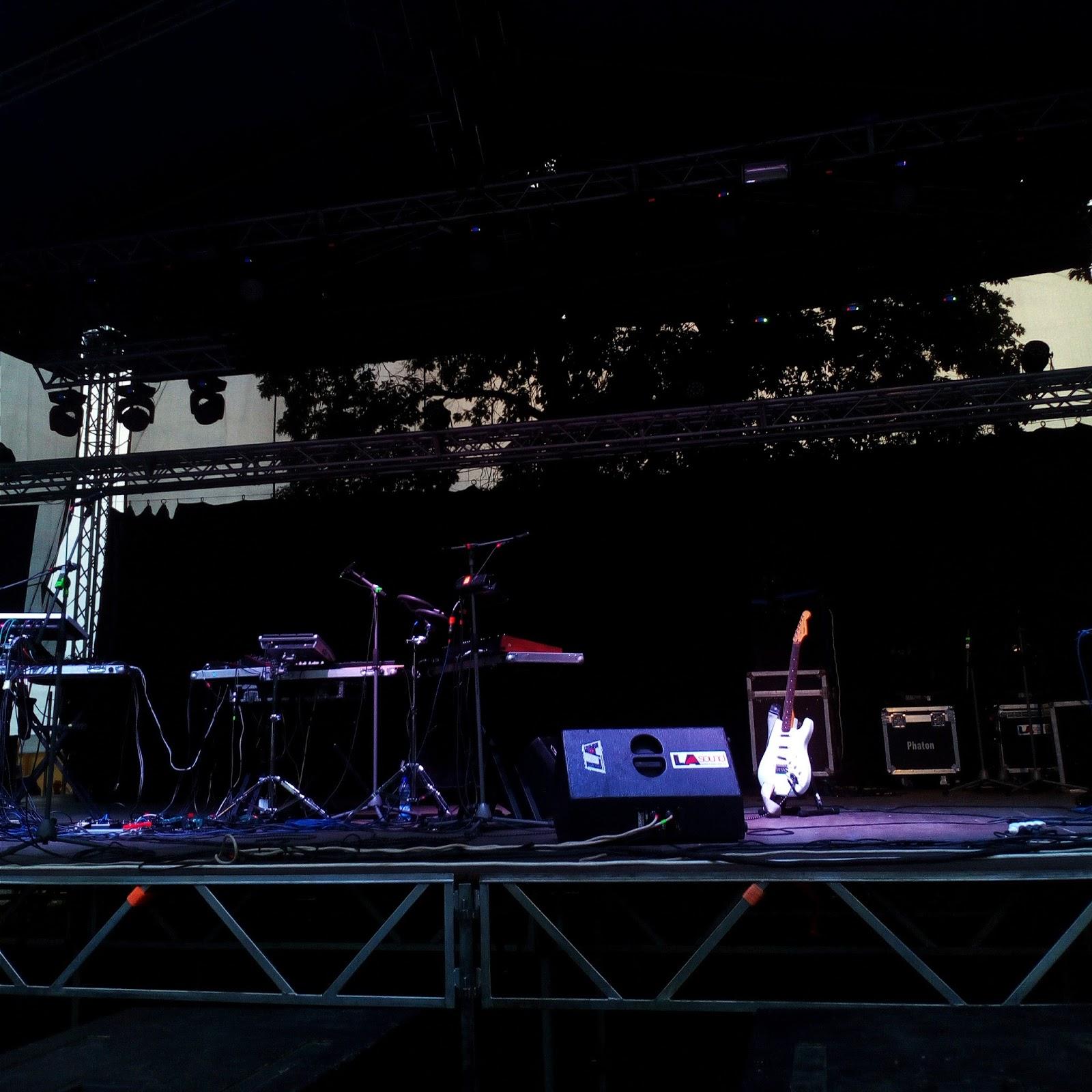 prázdná stage na festivalu Fingers Up v Mohelnici