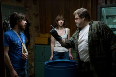 Review & sinopsis 10 Cloverfield Lane