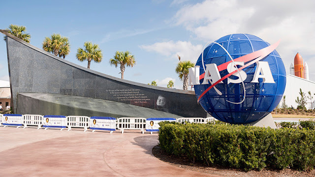 Una joven pierde su puesto en la NASA tras decir groserías a su jefe en Twitter sin conocerlo