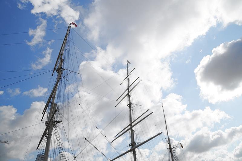 Hamburg Photo Diary August 2017: Segelschiff Masten Himmel im Hafen