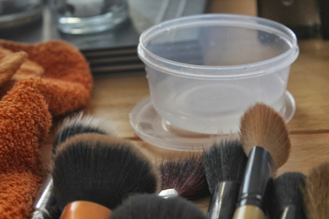 makeup-brush-wash