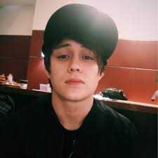 What is the height of Enrique Gil?