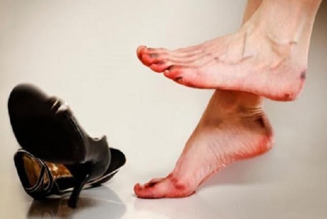 akibat menggunakan sepatu sempit
