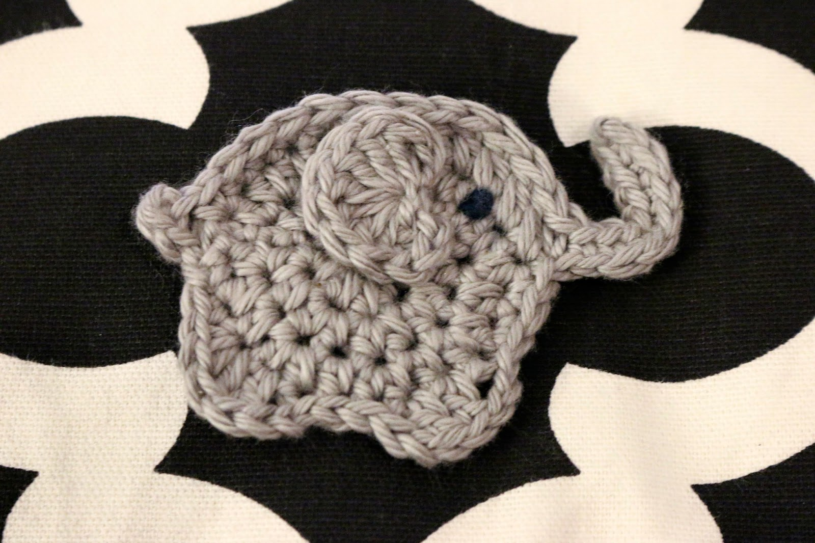 2 Crochet Applique Elephant, Topper, Embellishment cardmaking ... | 1066x1600