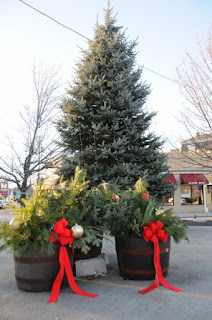 Winter Decorating: Two opportunities to help downtown Franklin shine!