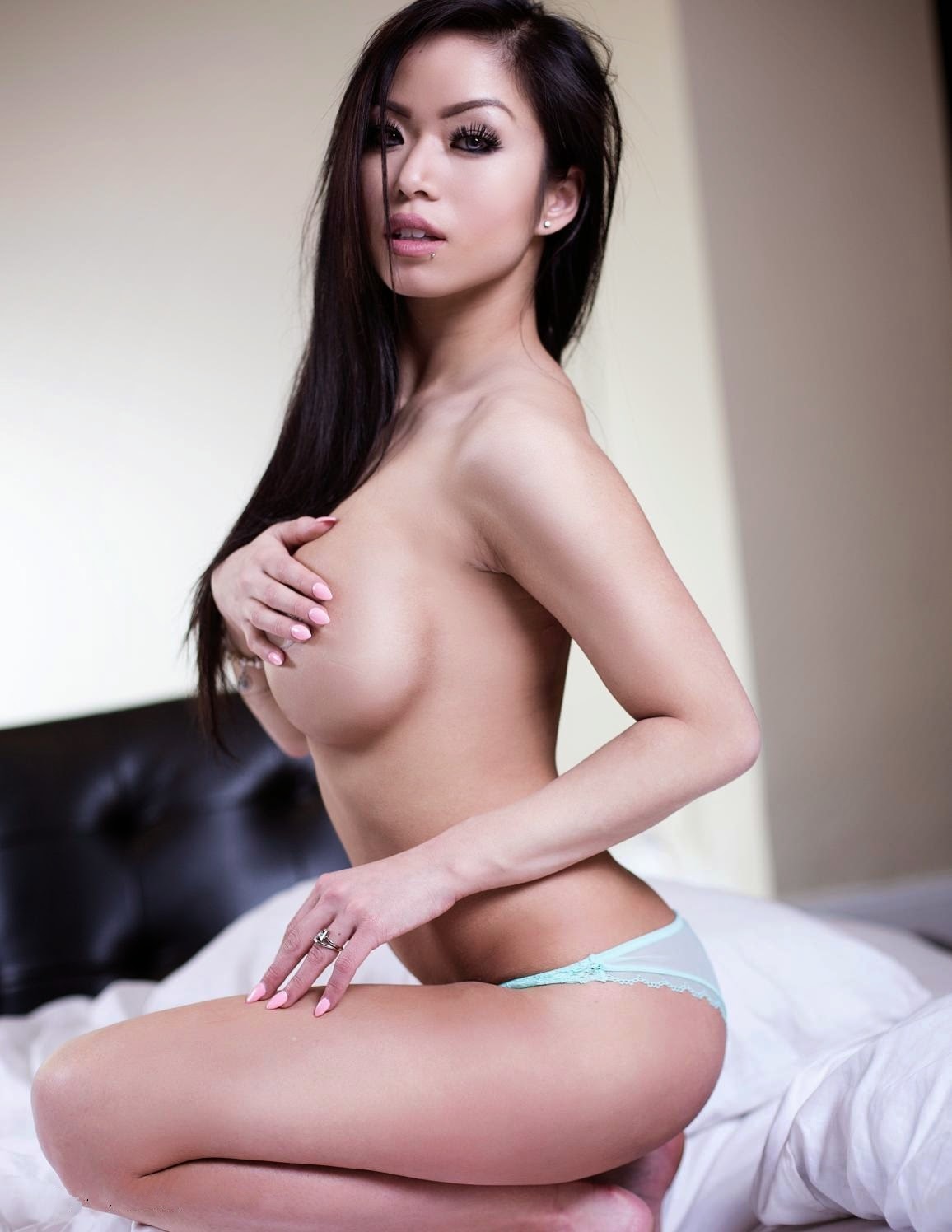 donna pham sexy naked pics 03