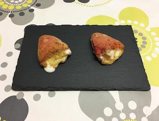Pimientos del Piquillo rellenos de crema de queso de cabra con miel y cebolleta