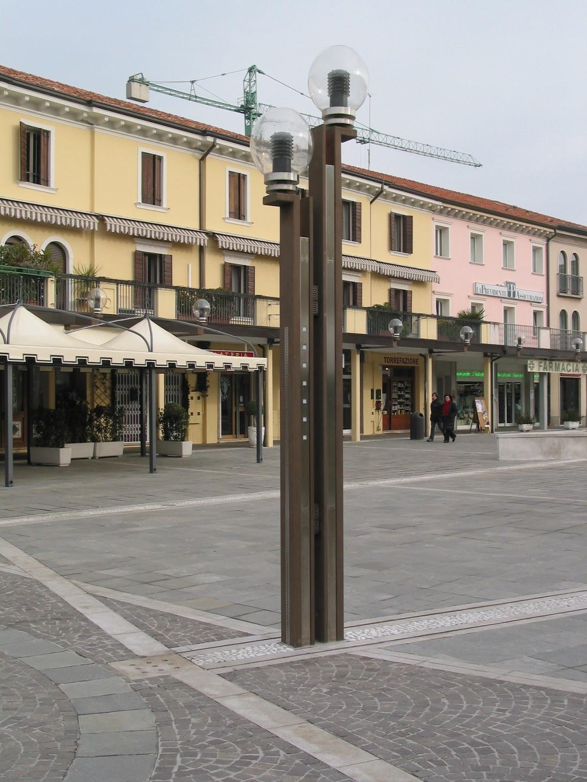 Arredo urbano piazza i maggio jesolo ve bacciolo srl for Arredo inox srl