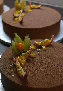 entremet mangue passion mousse Jivara petite fourchette et grande cuillère