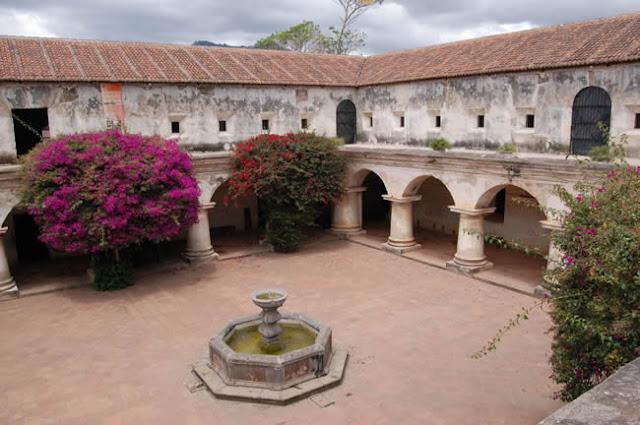 CONVENTO DE LAS CAPUCHINAS - ANTIGUA GUATEMALA