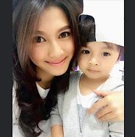 Foto Irena Justine dengan Anaknya