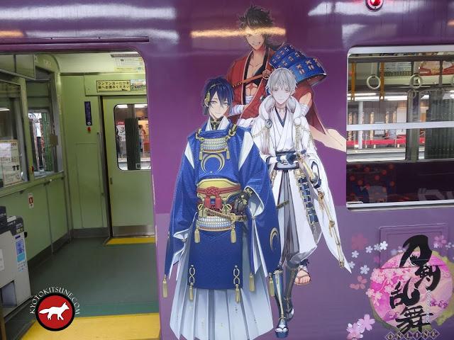 Manga sur le train de la ligne randen à Arashiyama