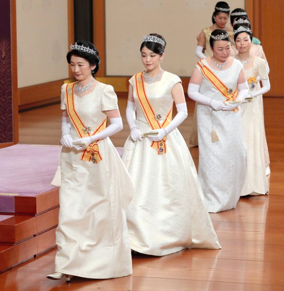 Empress Michiko, Crown Princess Masako, Princess Aiko, Princess Kiko and Princess Mako. Diamond tiara, diamond necklace