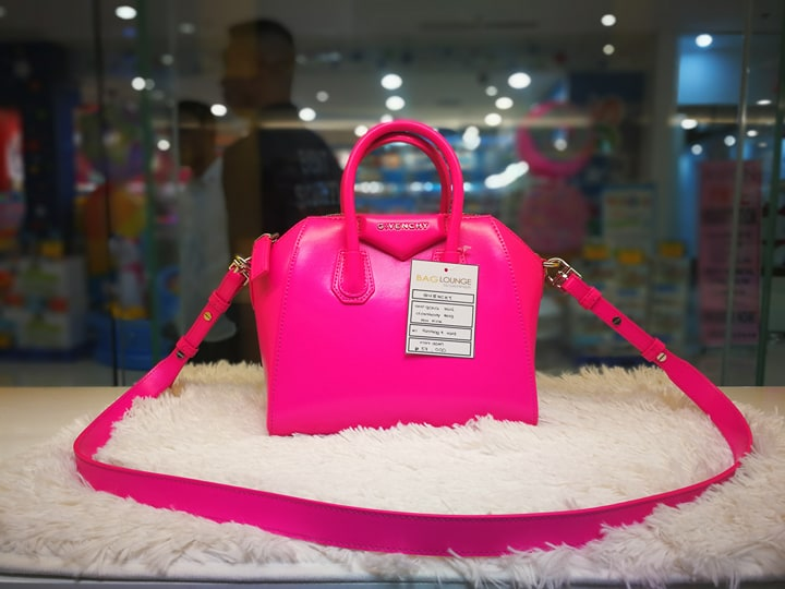 ccb5a0fa7e5a She sells brand new and preloved authentic designer bags and wallets such  as Chanel