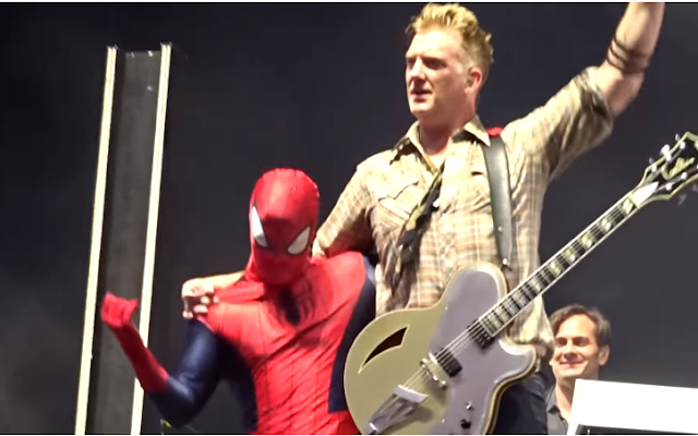Spiderman Queens of the Stone Age concierto