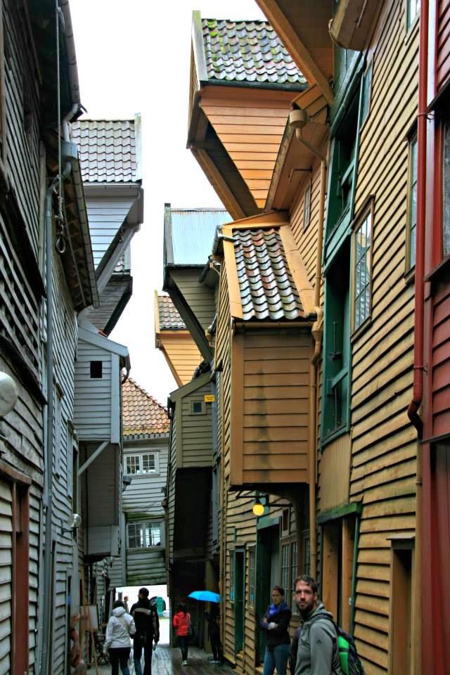 Calle interior del casco viejo de Bergen.