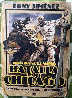 Portada del libro Drácula vs. la momia. Batalla por Chicago, de Tony Jiménez