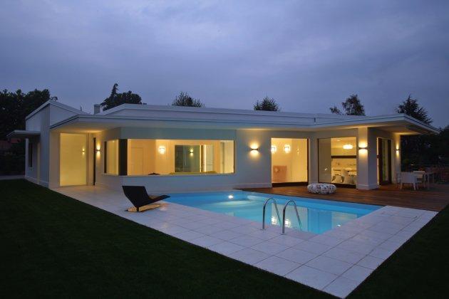 Hogares frescos 7 casas con un estilo minimalista limpio for Mar villa modelo