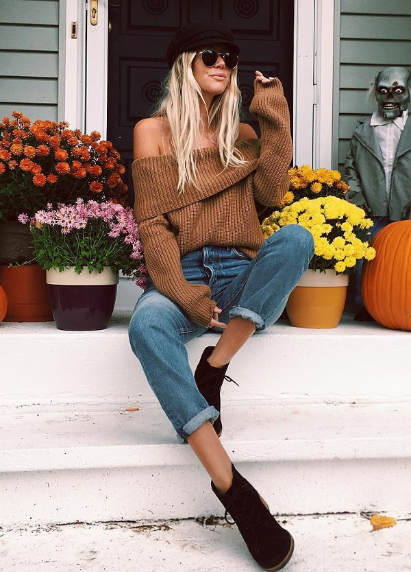 boho girl weating off the shoulder knits