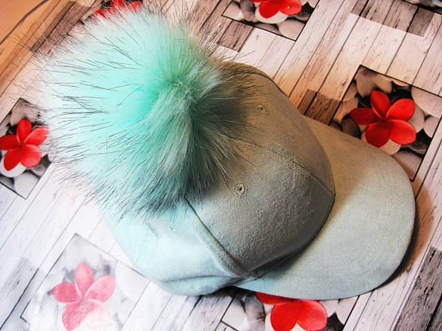 www.zaful.com/big-fuzzy-ball-faux-suede-baseball-hat-p_208857.html?lkid=29641