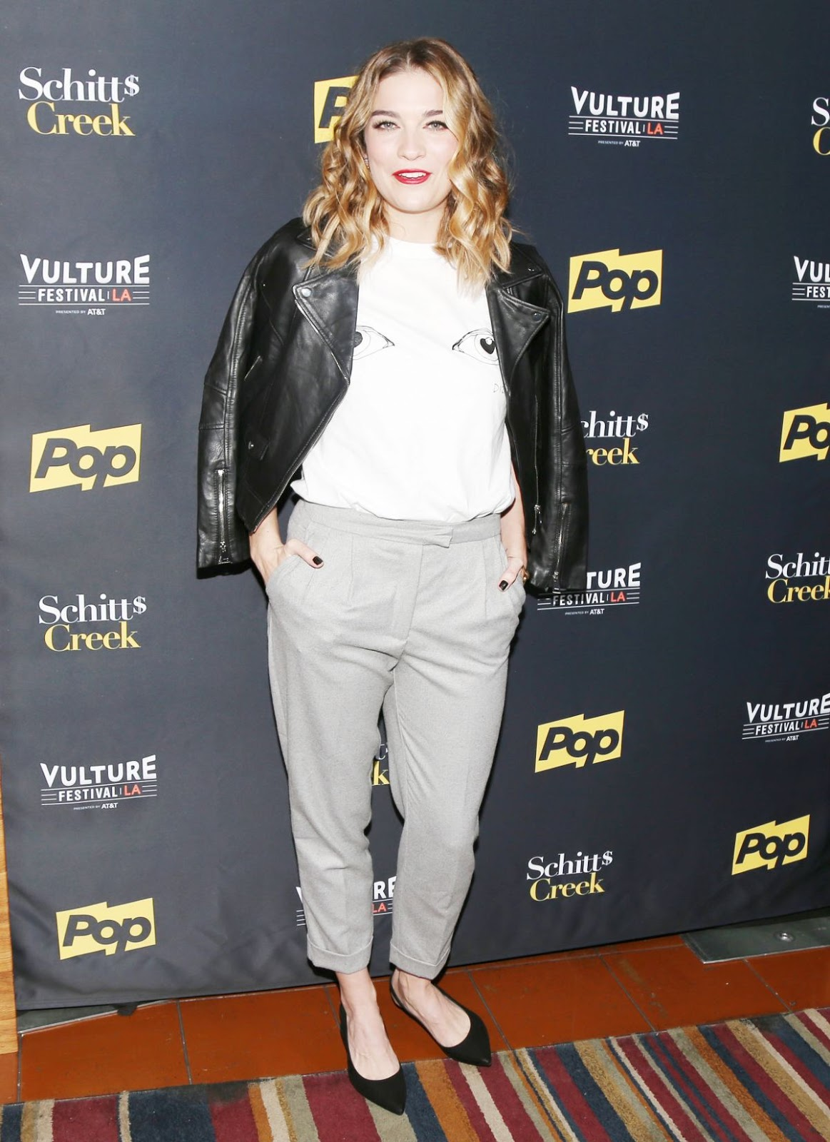 Photos of Annie Murphy at Schitt's Creek Panel at Vulture Festival in Los Angeles