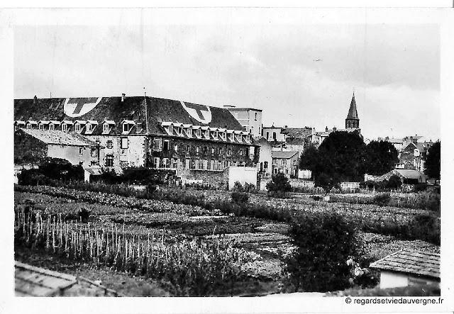 Institution Sainte-Marie de Riom 1944 photo noir et blanc