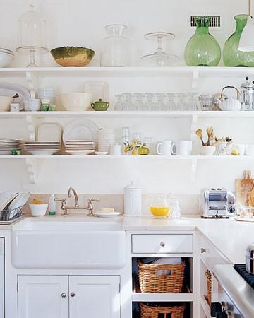 Mensole a vista per la cucina  la tazzina blu
