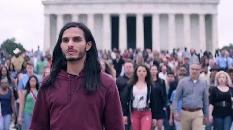 Jézus visszatért és egy Nike susogósban hirdeti a világvégét: ilyen volt a Messiás
