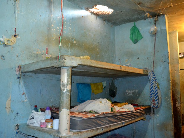 Presos fazem buraco em teto de cela e tentam fugir pela laje em Vilhena